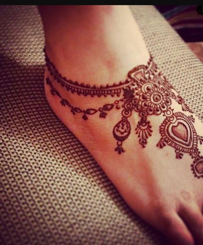 Delicate foot henna design