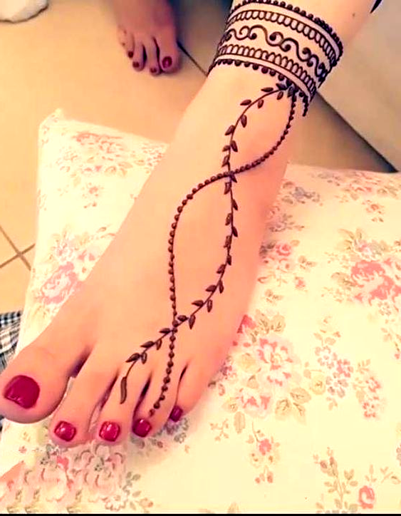 Henna Anklet and Foot Design