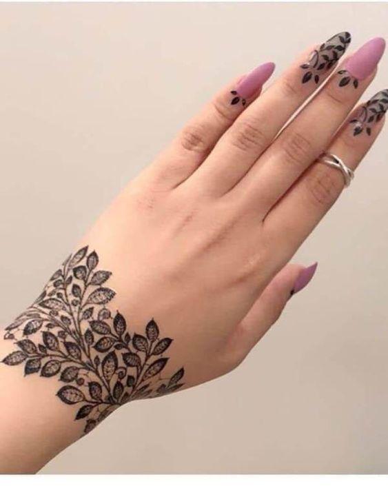 Henna Finger and wrist Design