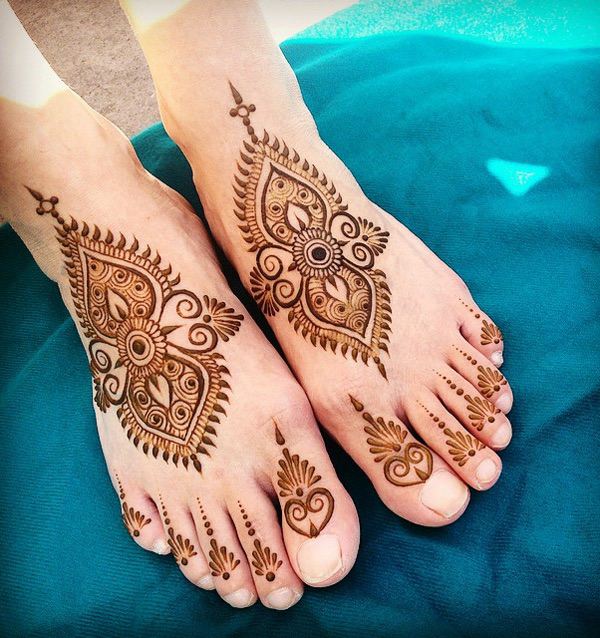 Henna Toe and Foot Design