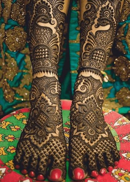 Latest kurva chauth design for legs