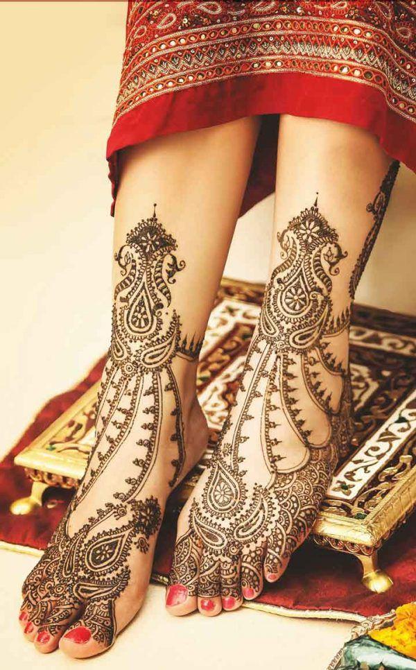 Leg mehndi design for kurwa chauth