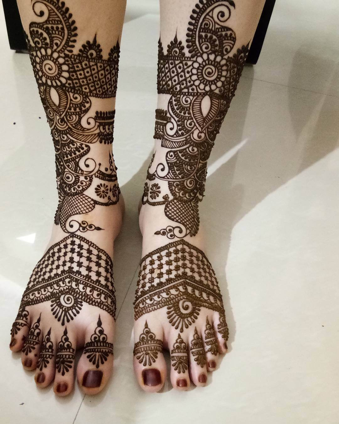 Modern design for kurwa chauth on legs
