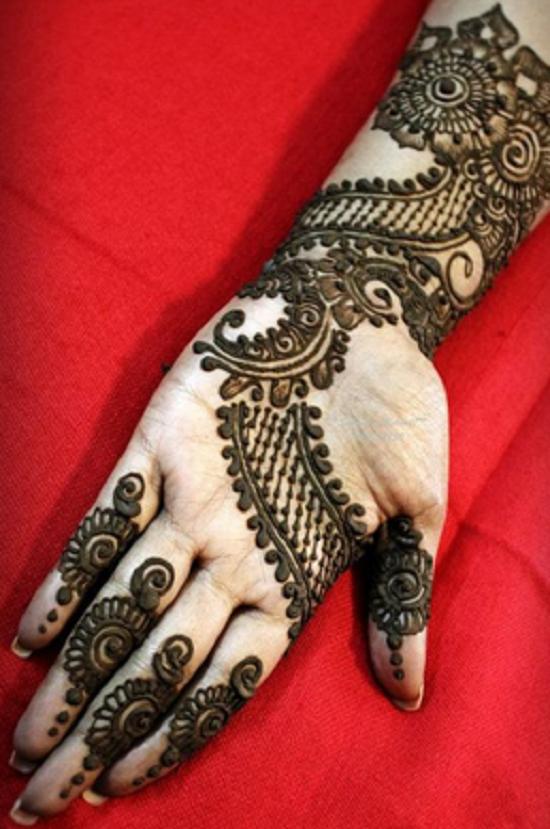 Raksha Bandhan mehndi for women
