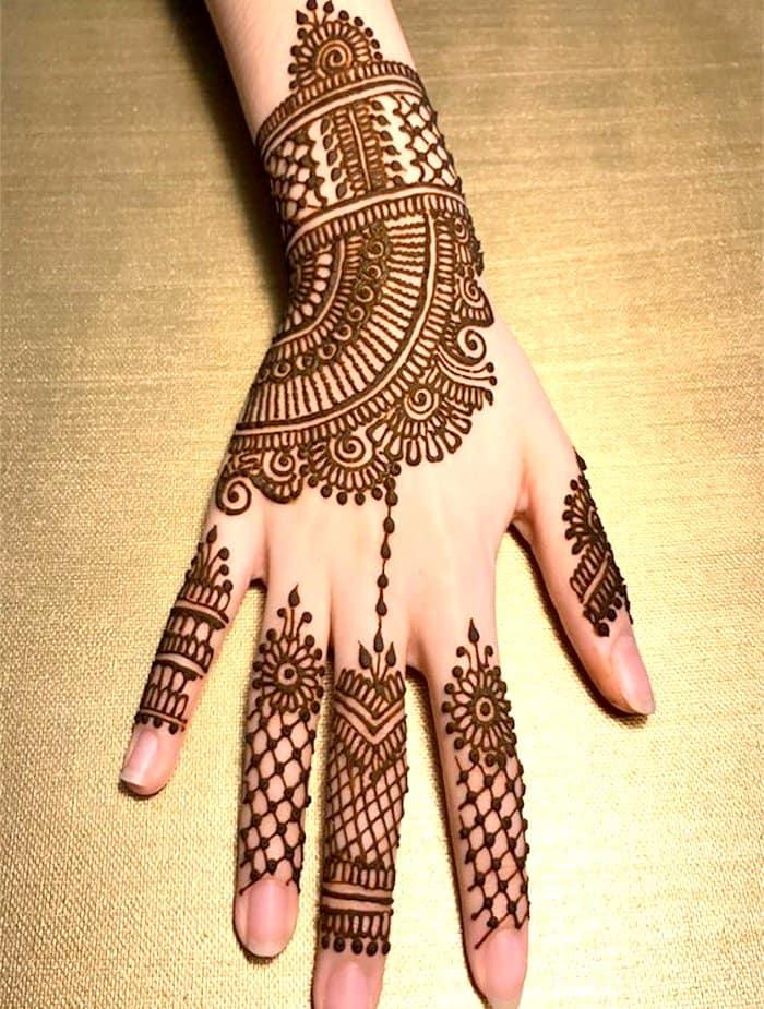 Arabic Attractive Mehndi Designs for Backhand