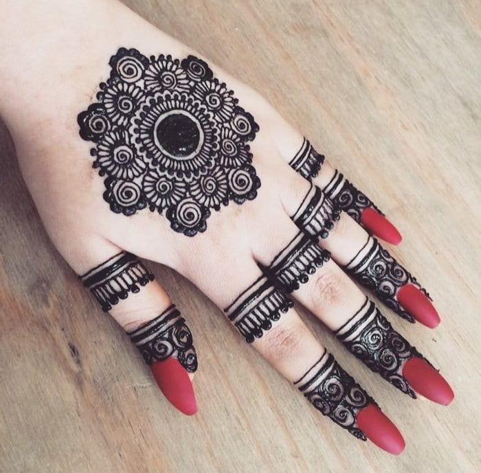 Attractive Easy Mehndi Design For Fingers