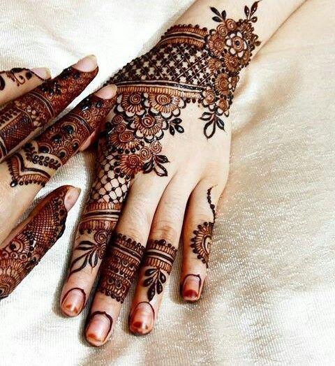 Attractive Easy Mehndi Design For Hand