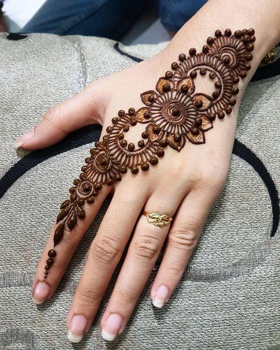 Attractive Simple Arabic Mehndi Design