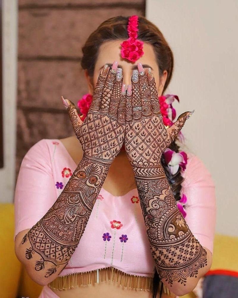 Bridal cool Front hand mehndi design