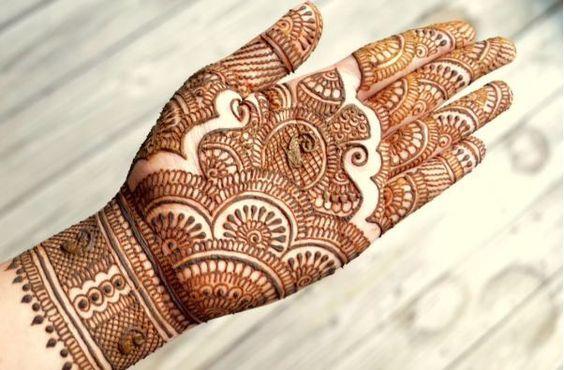 Charming and Lovely Rajwadi mehndi design