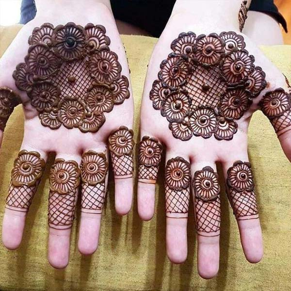 Cool and simple Front Hand Mehndi Design Tikki
