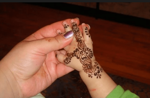 Easy mehndi designs for baby girl