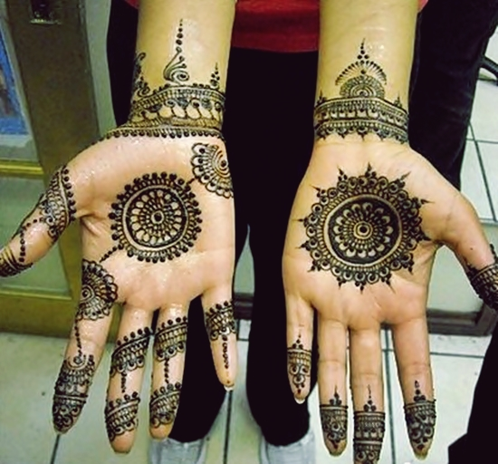 Front Hand Unique Mehndi Design Tikki