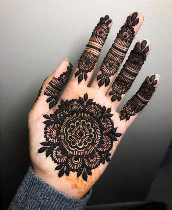 Latest Front Hand Mehndi Design Tikki