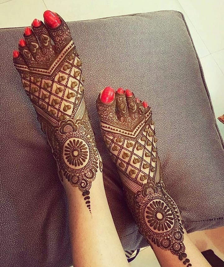 Latest Legs Mehndi Designs 2021