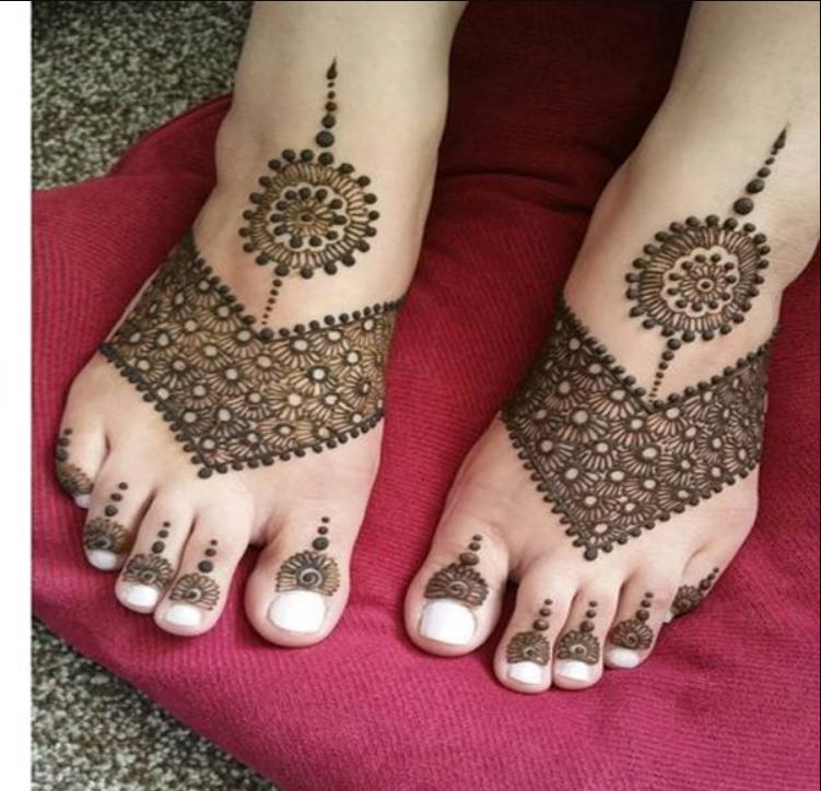 Legs Mehndi design for kids