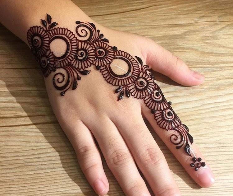 Lovely Easy Mehndi Design For Hand