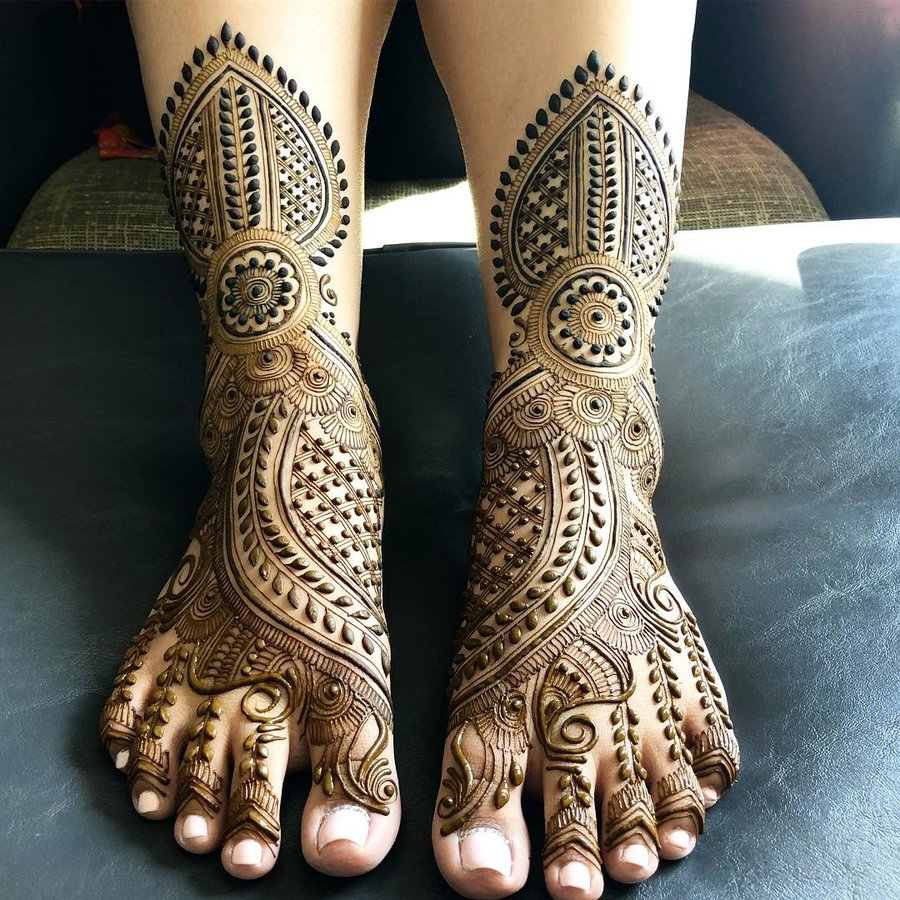 Lovely Indian Mehndi Designs For Foot