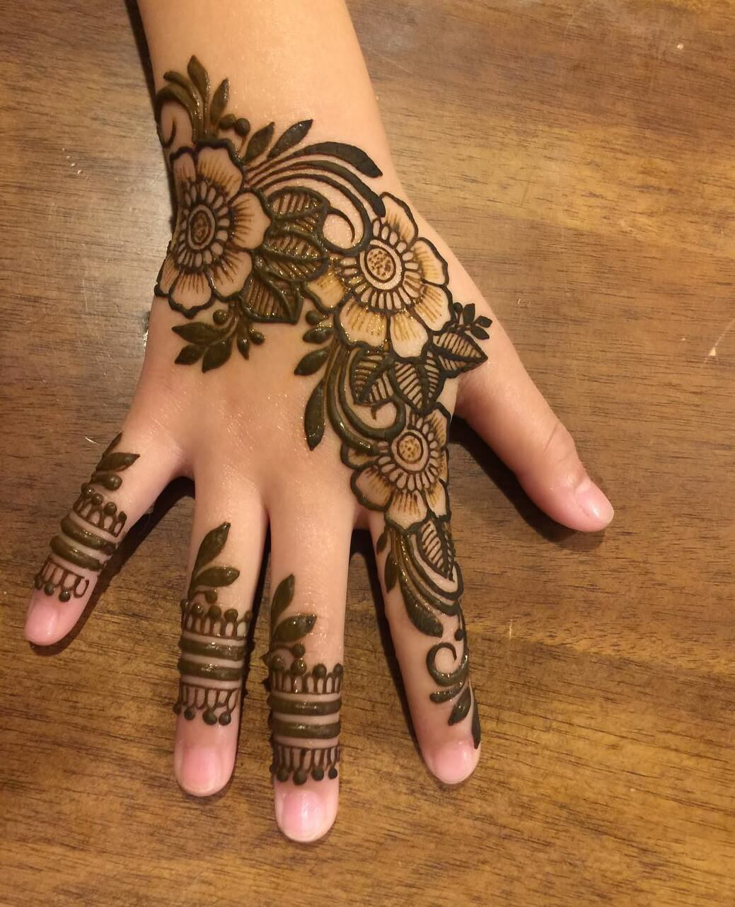 Lovely and beautiful Arabic Mehndi Designs For Kids