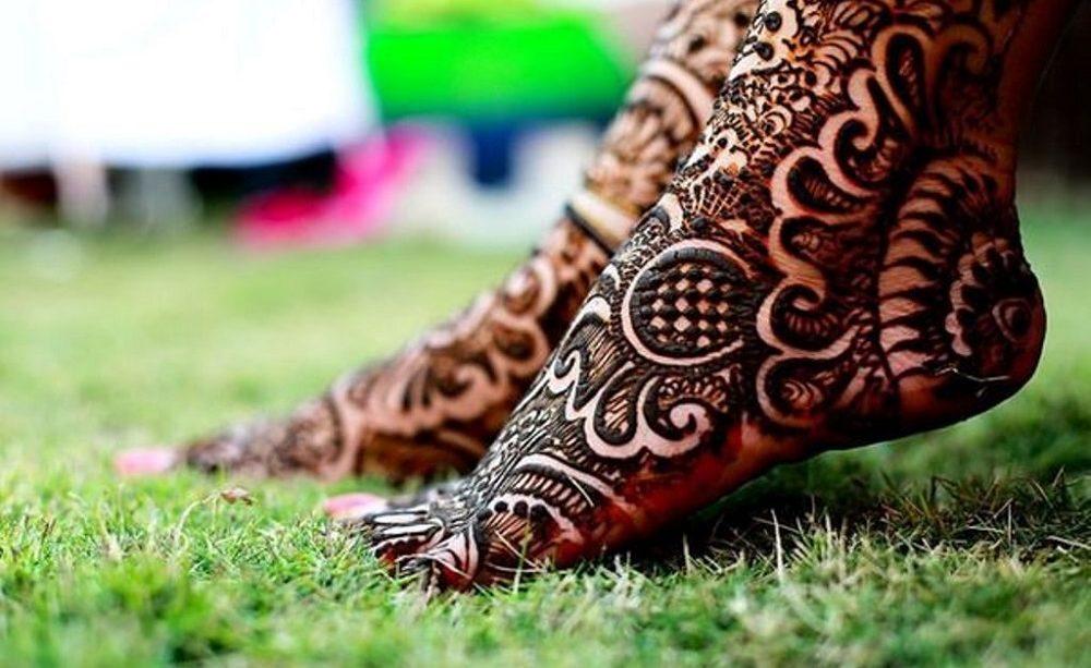 Lovely bridal foot mehndi design