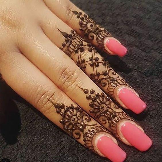 Lovely Easy Mehndi Design For Fingers