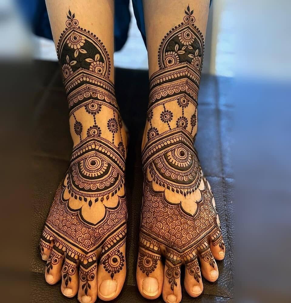 New Mehndi designs for Legs