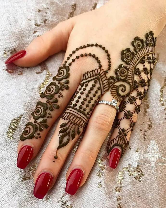 Simple Latest Style For Mehndi