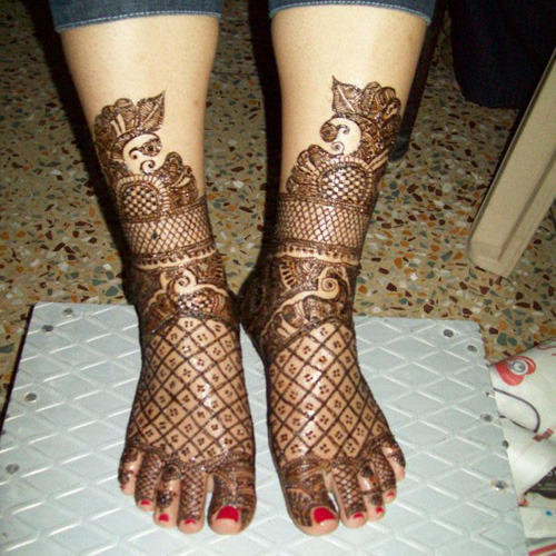 Simple mehndi designs Of Legs