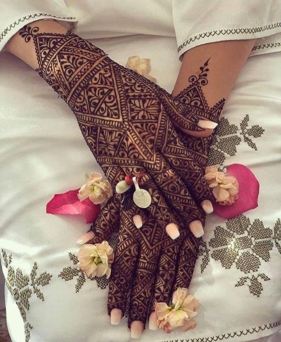 amzing bridal back hand design mehndi