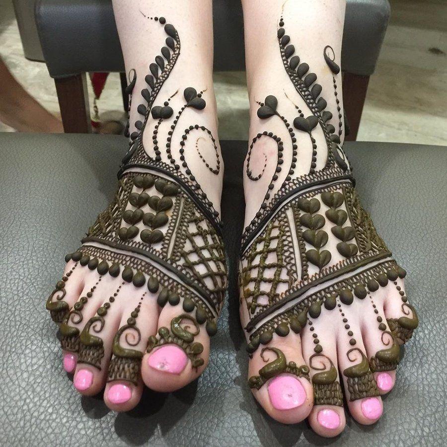 amzing foot Finger mehndi design