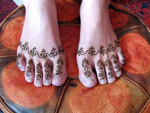 new look foot finger mehndi design