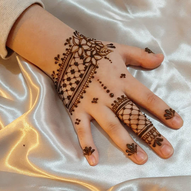 inspiring mehndi design back hand for kids