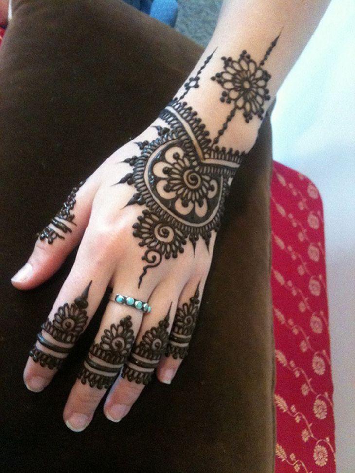 lovley back hand mehndi design