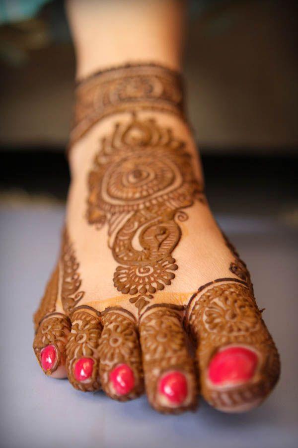 modren mehndi design bridal
