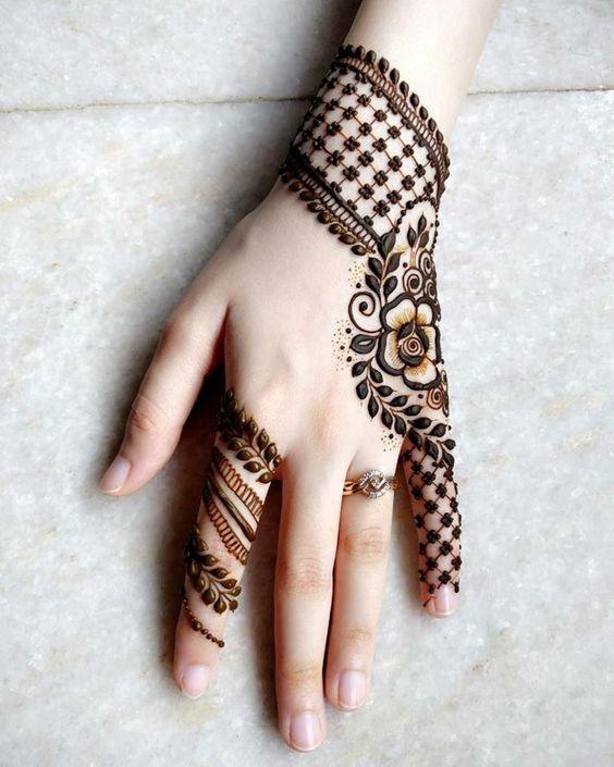 most good back hand mehndi design