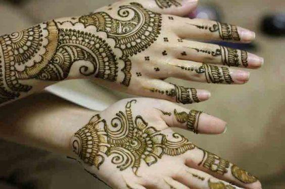 simple back hand mehndi design of bridal