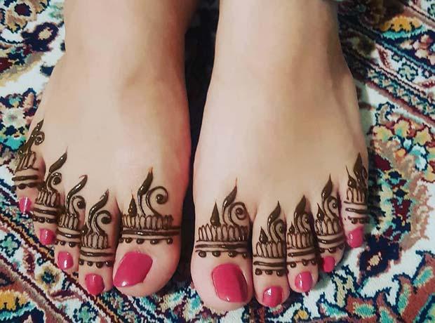 simple foot finger mehndi design