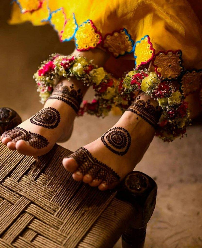 stylish bridal foot mehndi design