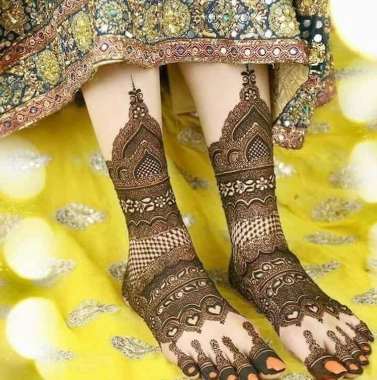 nice mehndi foot design bridal