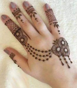 back hand kids for mehndi design