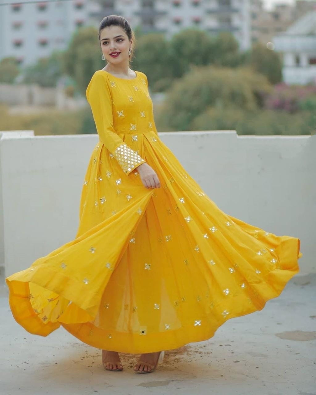 New Latest Yellow Party Wera Design For Ladies